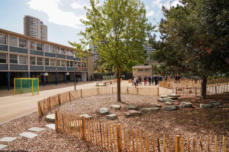 une cour d'école maternelle écologique et égalitaire